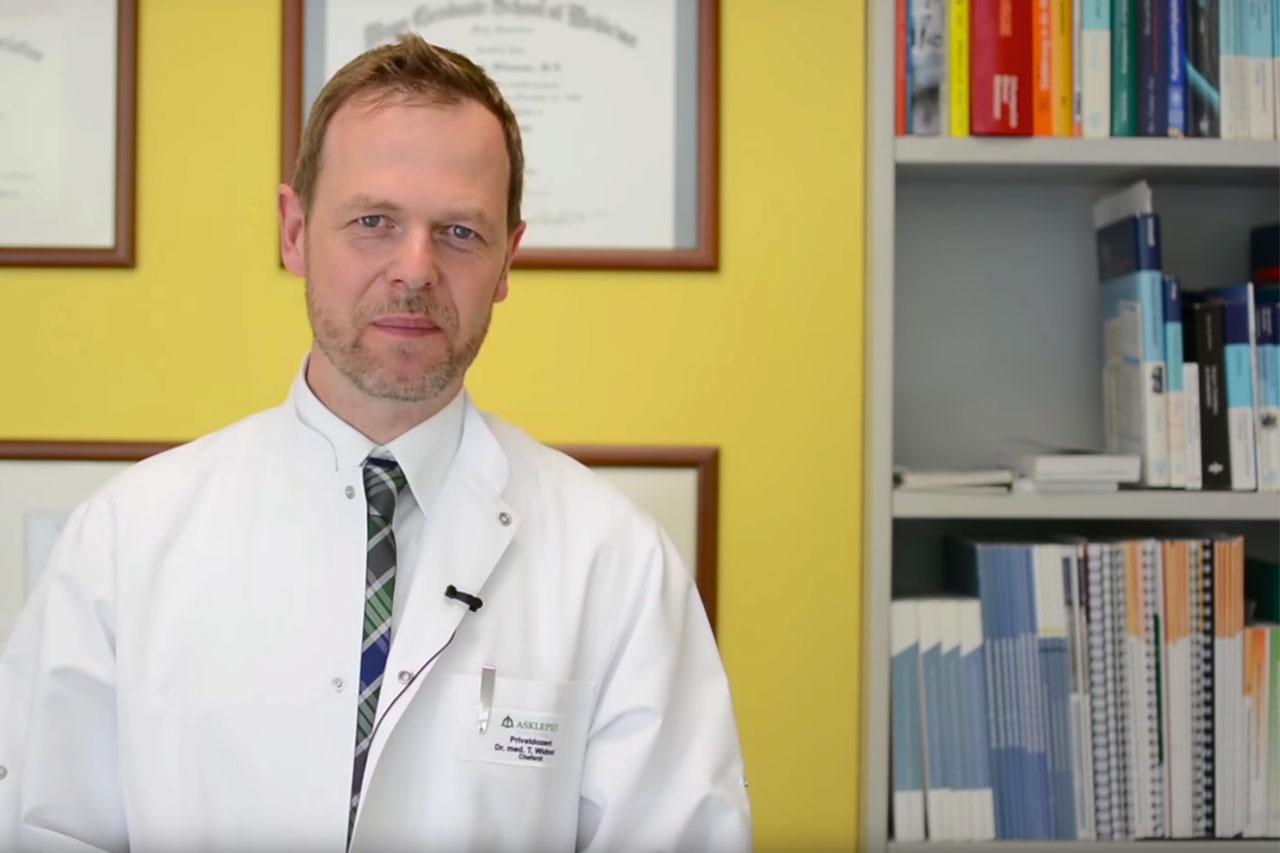 Priv.-Doz. Dr. med. Thomas Widmann erläutert auf YouTube, wodurch bei Bewegung nach Krebs das Rückfallrisiko gesenkt werden kann